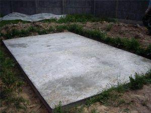плита в основании дома