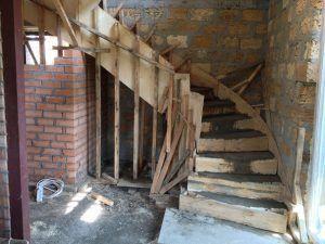 Соорудить такую лестницу своими руками непросто, но результат оправдывает средства