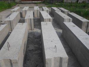 Бетонные блоки шириной 40 см