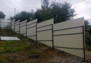 забор на винтовых свях