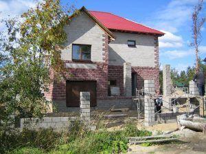 Кирпичный дом на бетонных блоках
