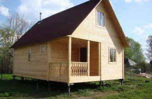 При строительстве дома на сваях необходимо учитывать ветровую нагрузку