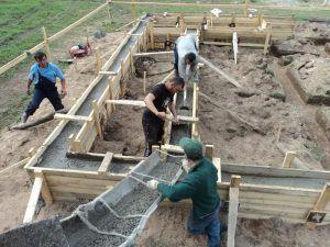 Монтаж опалубки и заливка бетона