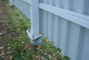 Легкий забор на винтовых сваях