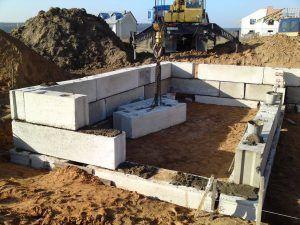 Основание из бетонных блоков