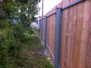 Деревянный забор винтовые сваи