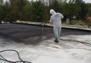 Напыление гидроизоляции на плиту перекрытия