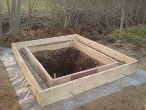 Ленточный фундамент под туалет
