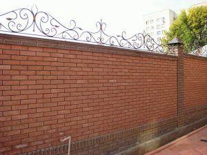 Забор кирпич