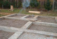 Баня на винтовых сваях как сделать слив