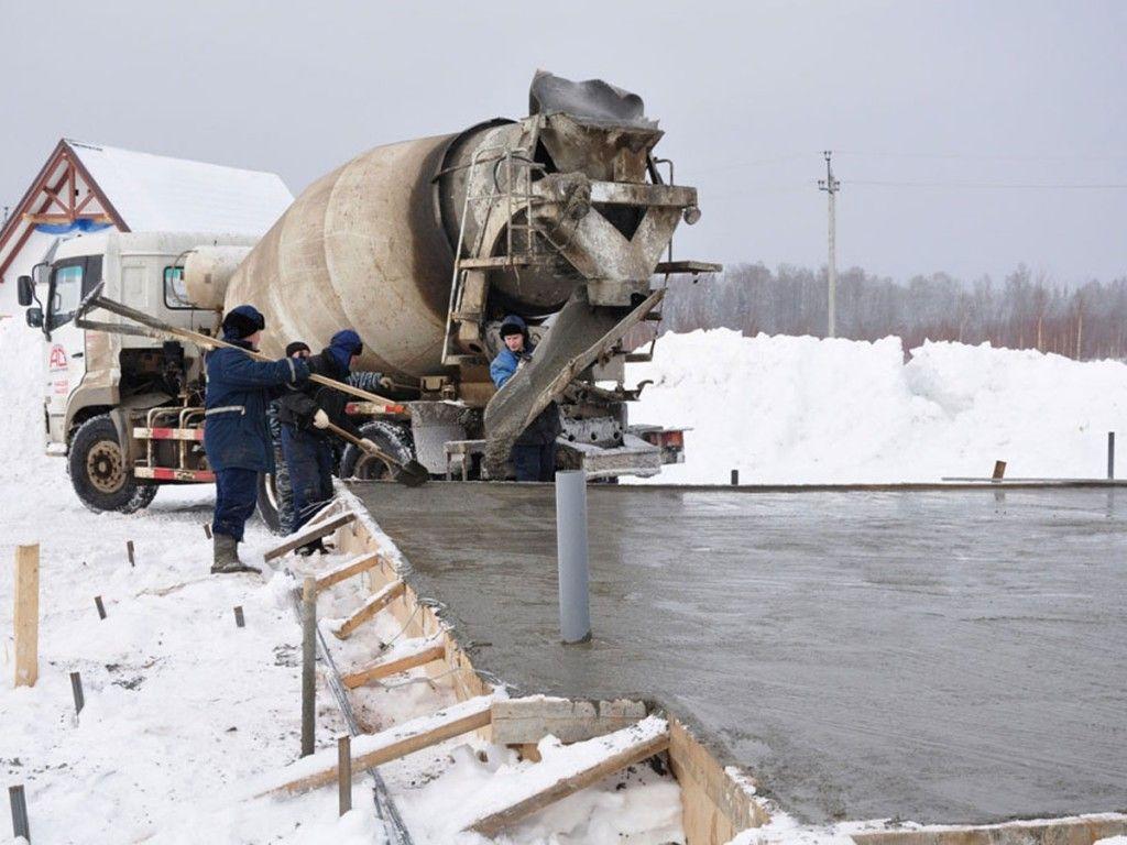Как заливать фундамент зимой — особенности выполнения работ