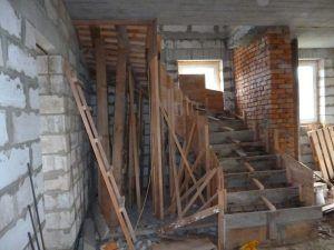 Съемные опалубочные конструкции используются и для лестниц