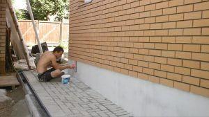 очистка фундаментной стены
