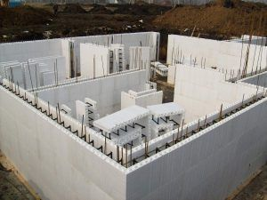 Возведение опалубки под строительство