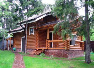 Частный дом с цоколем