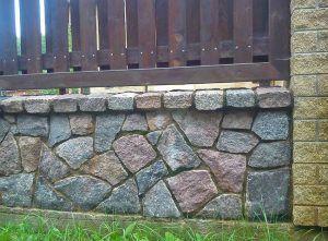цоколь под камень